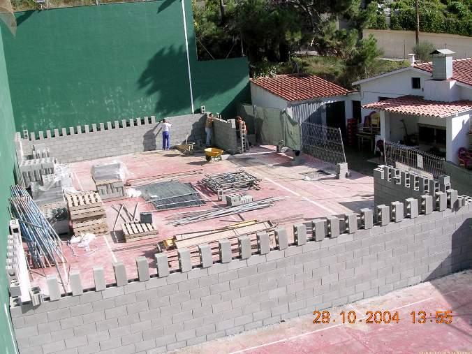 construcción de pista de padel de muro