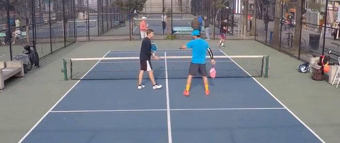 Vista general de un partido de Pop tenis